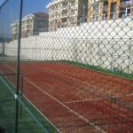 sentetik çim kaplamalı tenis kortu
