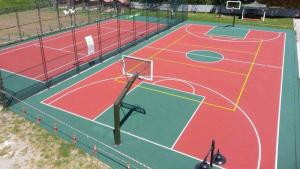 Düzce Doğa Koleji basketbol sahası