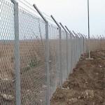 Galvaniz eğik boru direkli çit uygulaması