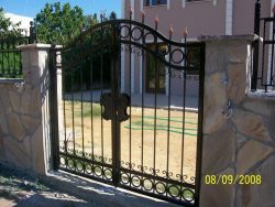 Ferforje giriş kapısı
